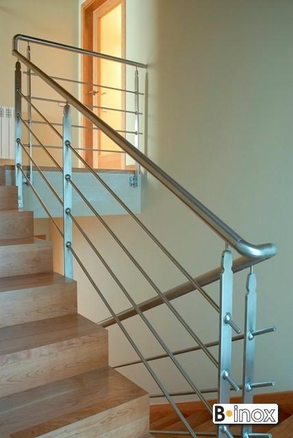 Pasamanos escaleras interiores pasamanos de madera vidrio for Pasamanos escalera interior