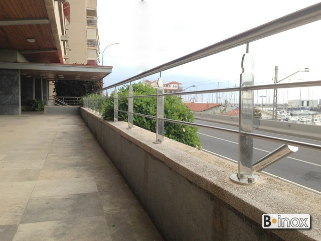 wall with railing grupo blamar