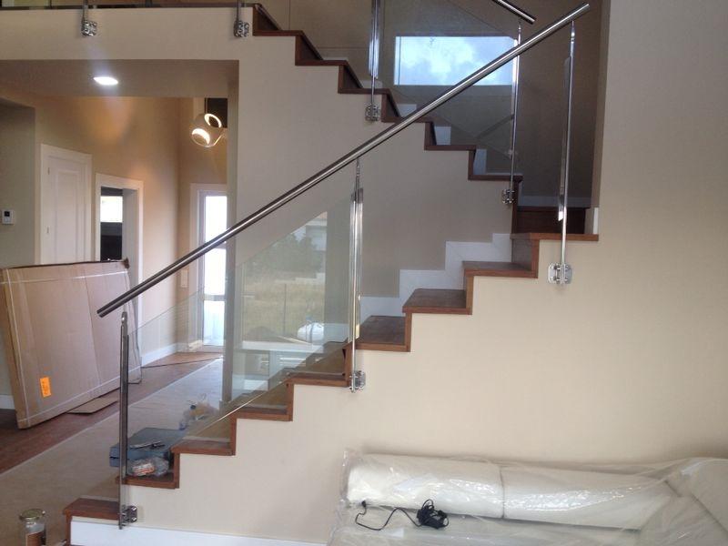 Altura barandilla escalera interior amazing barandillas de vidrio sujetadas mediante perfil de - Barandilla escalera interior ...